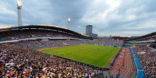 Fotografi på folkhav och fotbollsplan när supermatchen 2013 spelades på Ullevi i Göteborg. FOTO: Tommy Holl