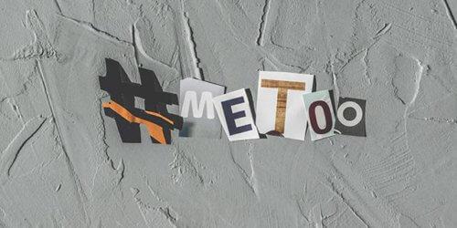 Konstnärligt fotografi med utklippta symboler och bokstäver från en tidning som formar ordet #metoo mot en ojämn betongbotten.